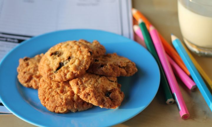 Rice bubbles and sultana biscuits - Kidspot