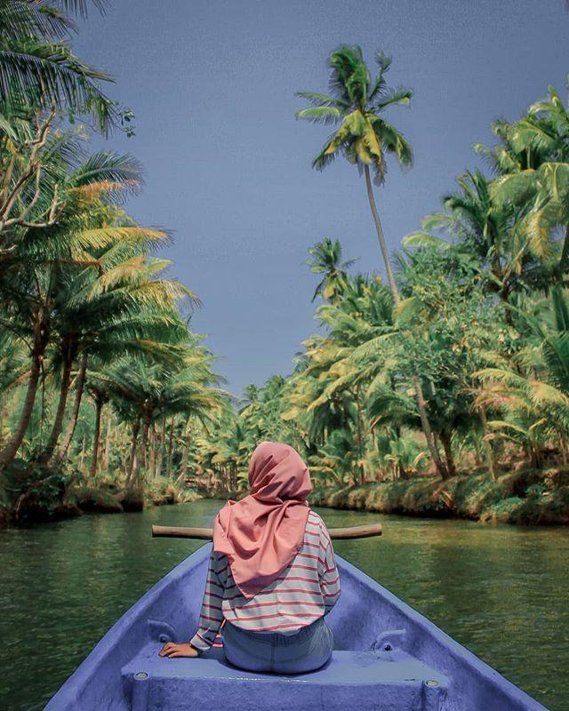 Gambar Mungkin Berisi Satu Orang Atau Lebih Langit Pohon Luar Ruangan Air Dan Alam Gambar Fotografi Pemandangan