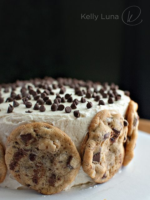 chocolate chip cookie dough cake. oh my yum! #chocolate #cookie #cake