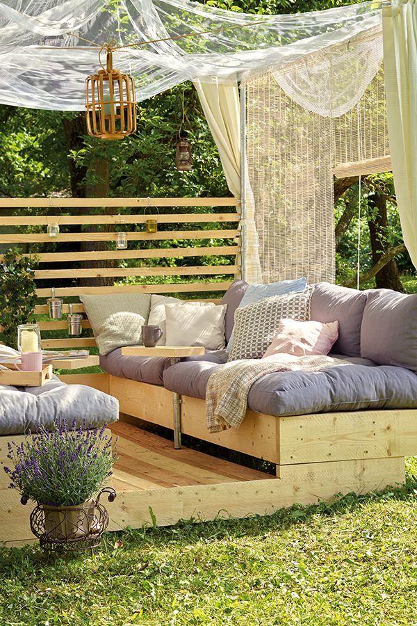 Eine Gartenlounge Mit Grossen Liegeflachen Und Himmel Zum Entspannen Im Garten Eine Gartenlounge Mit Grossen Lie Garten Lounge Gartenmobel Sets Diy Gartenmobel
