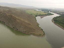 The Yenisei (Russian: Енисе́й, Jenisej; Mongolian: Енисей мөрөн, Yenisei mörön); Buryat: Горлог мүрэн, Gorlog müren; Tyvan: Улуг-Хем, Ulug-Khem; Khakas: Ким суг, Kim sug[2] also Romanized Yenisey, Enisei, Jenisej,[3] is the largest river system flowing to the Arctic Ocean. It is the central of the three great Siberian rivers that flow into the Arctic Ocean (the other two being the Ob and the Lena). Rising in Mongolia, it follows a northerly course to the Yenisei Gulf in the Kara Sea…