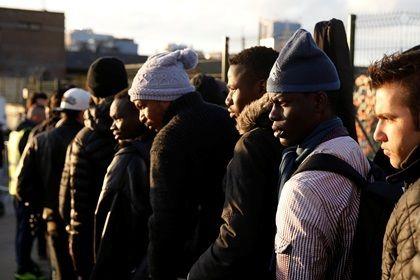 Министр финансов Германии признал ошибкой массовый прием беженцев       Глава Минфина Германии Вольфганг Шойбле признал, что принятое правительством решение по массовому приему беженцев было ошибочным. Он подчеркнул, что власти в настоящее время пытаются исправить многое, что «вышло из-под контроля в 2015 году». Шойбле добавил, что политики тоже люди и делают ошибки.