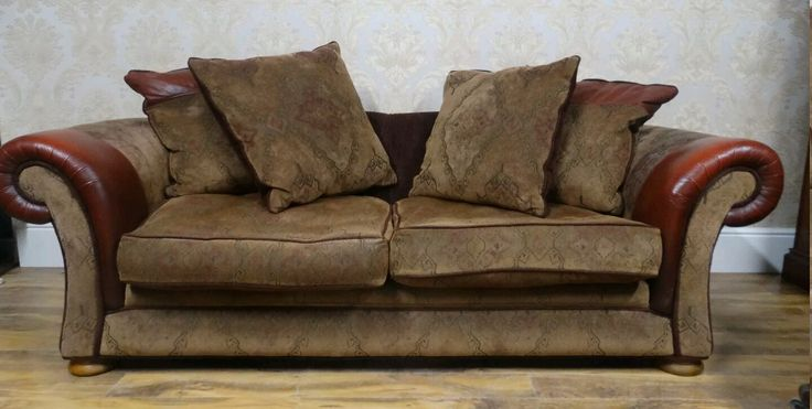 For sale £200 with 2 arm chairs can deliver in the UK  Www.facebook.com/groups/salenwanted