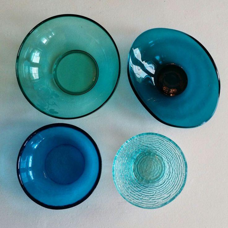 Retrostyle : Vintage glass bowl - blue colors