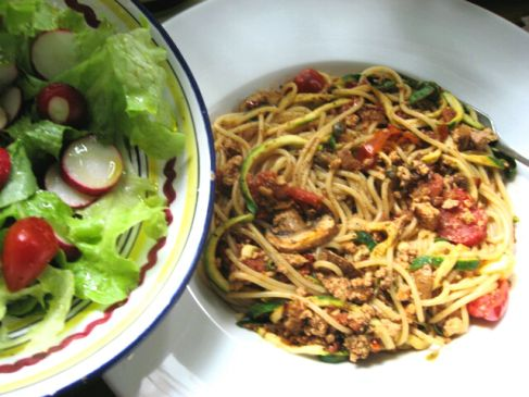 Zu Doris's Spaghetti bolognese veganese gab es außerdem einen bunten Salat.