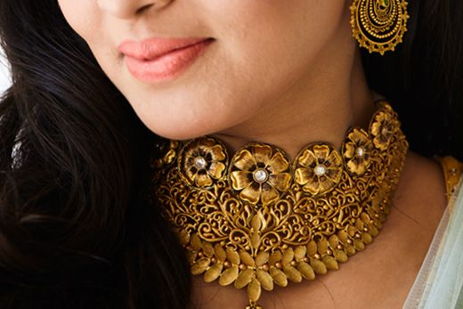 Azva handcrafted gold jewellery on Wedding Sutra bride Sharvari #Goldjewellery #luxury #style
