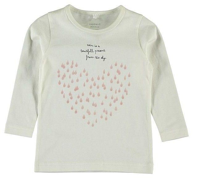 Meisjes tshirt NITVEEN van het merk Name-it Een snow white tshirt voorzien van lange mouwen en een ronde hals. De shirt heeft een print van regendruppels met bijhorende tekst : rain is a beautifull present from the sky