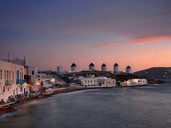 Мельницы острова Миконос - его символ.