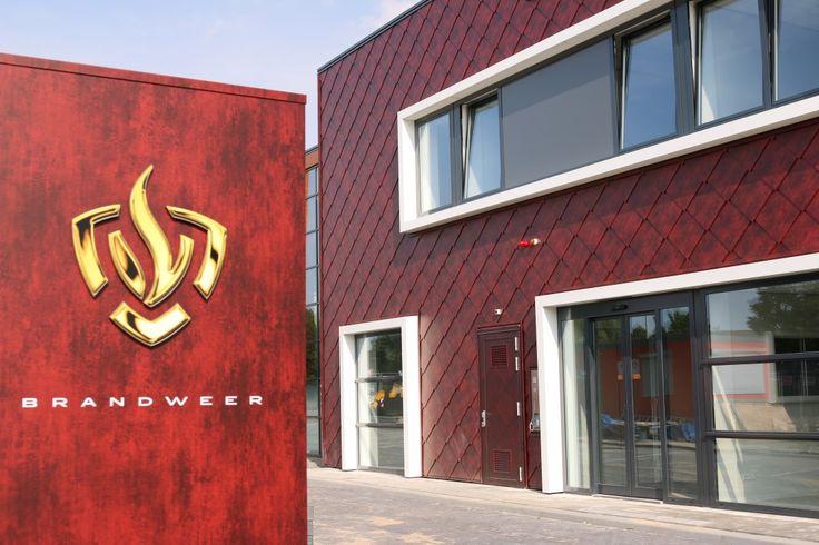 Brandweerkazerne Almere Architect: GAJ architecten Arnhem Product: Caiman, Edyxo50 Vulcano Omschrijving: diagonaal gemonteerd, stalen losagne, zetwerk uit dezelfde coil Geleverd door ArcelorMittal Construction Nederland (Tiel)