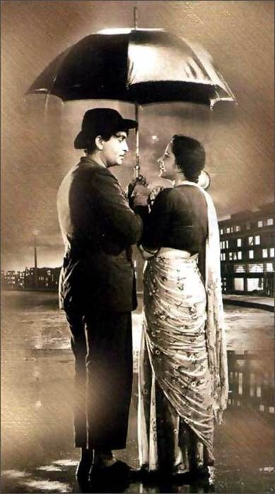 This is an epic picture of Raj Kapoor in Shree 420 (1955) with Nargis. Raj Kapoor and Nargis is the greatest pair of Bollywood movies.