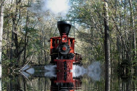 5. Jefferson Railway Texas. There are special events, such as a 4th of July celebration with fireworks, a Halloween Runaway Fright train, and a Rail of Lights Christmas train.