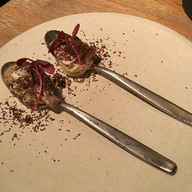 日本の風土、食材に基づき、親しみのある料理に敬意を込めたL'ASの新しいスタイル。 日本の料理をフレンチで表現。 こちらは秋刀魚のお造り。 . …お造り? どう見てもパスタやん! 秋刀魚の一口パスタやん! めっちゃ美味しいやん! . #ラス #LAS #表参道 #東京 #フレンチ #秋刀魚のお造り #食べスタグラム #美味しいお店 #美味しい #おいしい #食べ歩き #レストラン #グルメ #ランチ #表参道食べ歩き #表参道レストラン #表参道グルメ #表参道フレンチ #表参道散歩 #japan #tokyo #omotesando #食べログ #インスタ食べログ化計画 #飯テロ #スマホ写真部 #iphone写真部 #iphoneで撮影