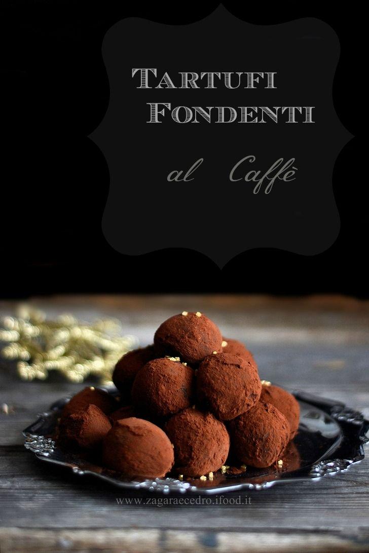 Tartufi Fondenti al Caffè di Csaba della Zorza  facili facili e super goduriosi  http://www.zagaraecedro.ifood.it/2015/12/tartufi-fondenti-al-caffe-di-csaba.html