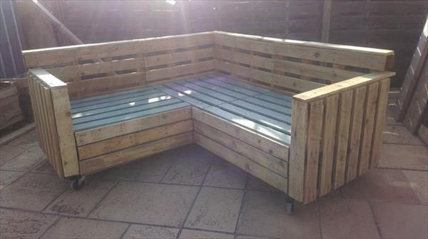DIY Pallet Sectional #Sofa with Wheels - 15 DIY Pallet Furniture for Outdoors | 99 Pallets
