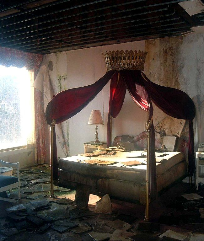 abandoned hotel, princess canopy (by original707 on Flickr). Imagine what it looked like new! and that crown on top...!
