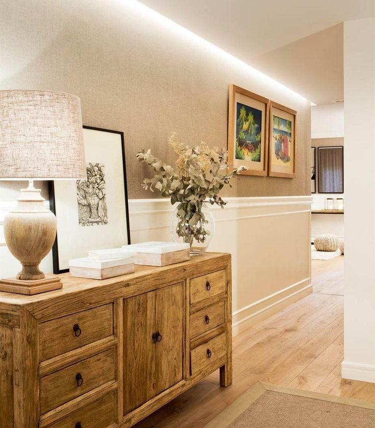 Invitada de excepción en esta casa, la luz recorre interiores amplios, comunicados entre sí y abiertos al frondoso exterior..