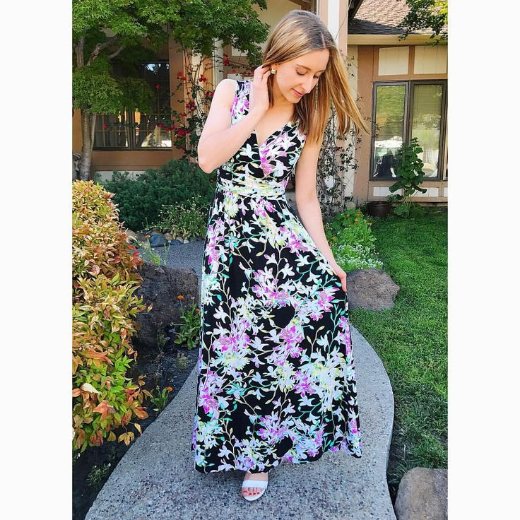 """51 Likes, 1 Comments - ✨Shelley LeeAnn✨ (@gold_and_charm) on Instagram: """"Soaking up ☀️Day in this beautiful floral Jennifer Lopez maxi! 🌿🌸 • • • • #fashion #wiw #ootd #maxi…"""""""
