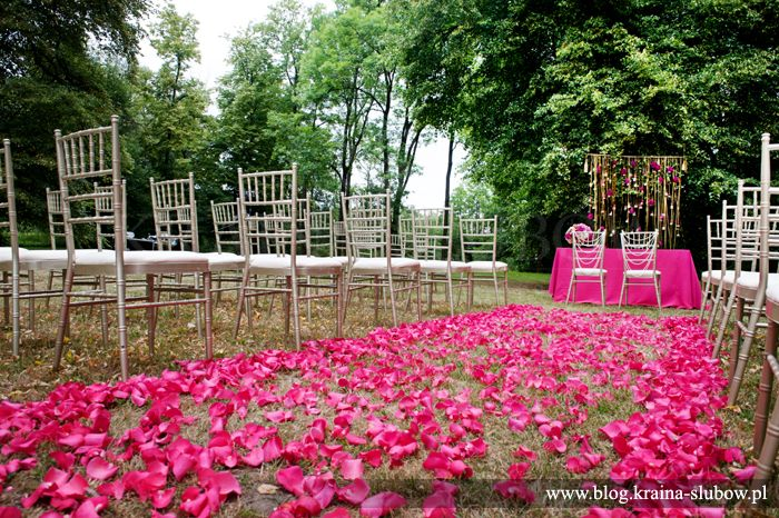 Art deco style outdoor wedding ceremony by Kraina Slubow Wedding Planners