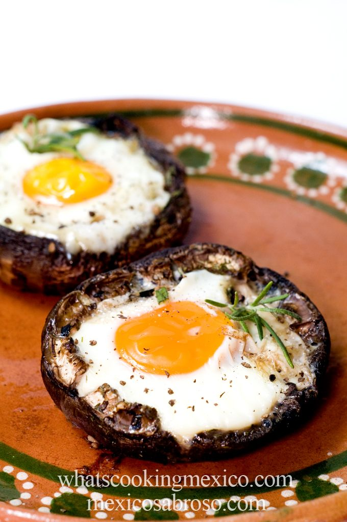 2 portobello mushrooms, stems cut 2 large eggs 1 TBSP olive oil rosemary and basil, chopped salt and pepper to taste