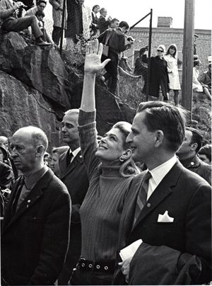 Melina with Olof Palme , 1st of May demonstration in Stockholm 1968