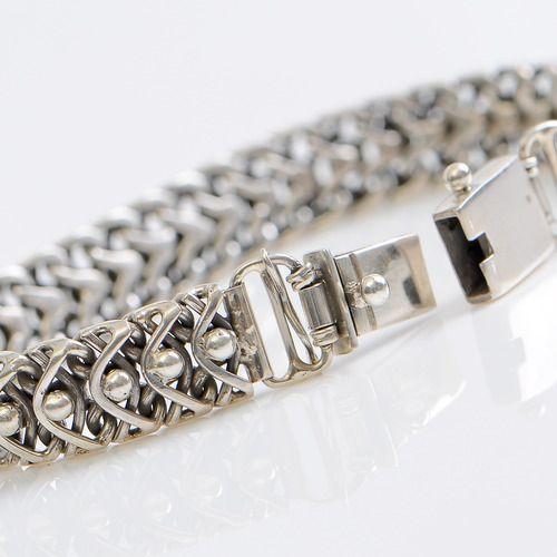 Bijzonder zilveren schakel armband, ontwerpen en vervaardigd in Indonesië. Handmade