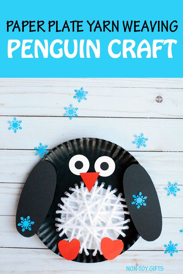 Paper plate yarn weaving penguin craft to make with kids this winter. Easy arctic animal craft. #penguincrafts #wintercraft #wintercraftsforkids
