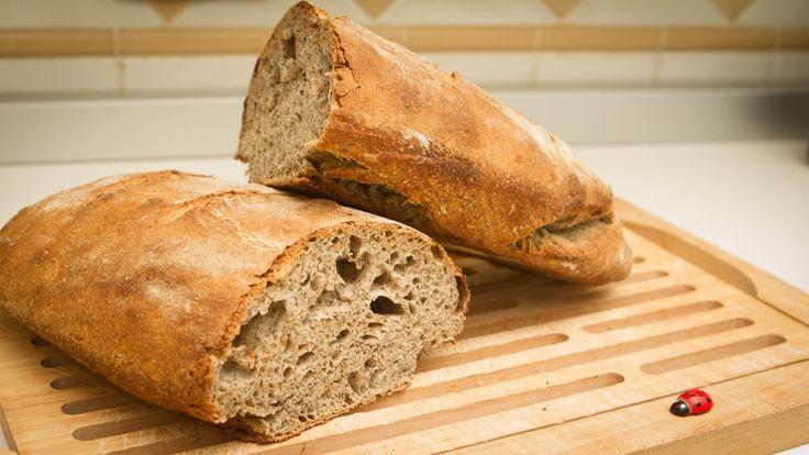 PANE CAFONE Prodotto in tutta la regione campana, è un pane impastato con farina di grano tenero e lievito naturale, di forma liscia e tondeggiante.