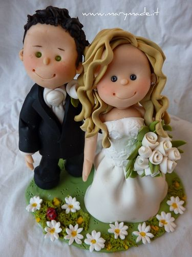 Mary Tempesta makes the coolest wedding cake toppers!  She makes them to look like the couple!  How cool is that?!