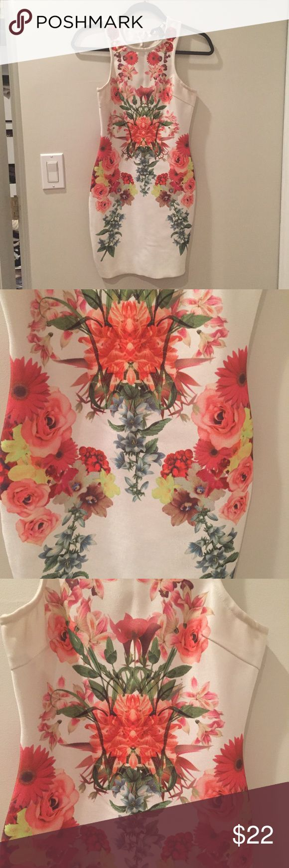 Forever 21 Bodycon dress size small Floral This is a super luxe design. Right Bandage material sucks you in for a flattering shape. Zippered back. Really beautiful mirrored Floral print. Worn once in Miami and I got a ton of compliments. Super expensive looking. Forever 21 Dresses Mini