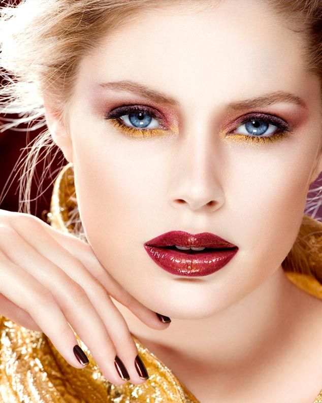 "Ad for ""L'or L'or L'or"" by L'Oréal Paris. Love the make-up, love the mani =) I have to try this (CJv12)"