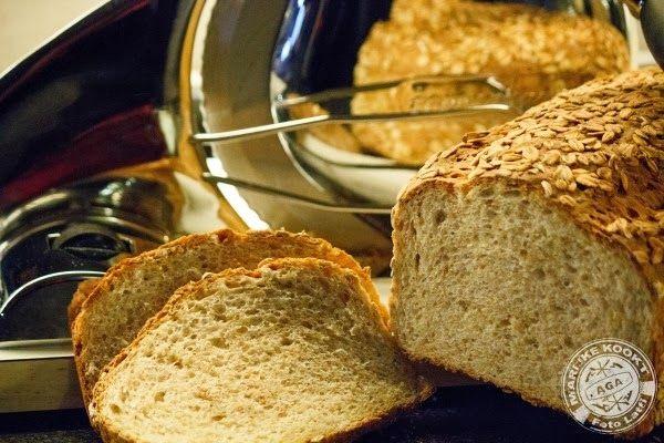 Spelt-haverbrood. 300 g speltbloem,100 g speltmeel, 100 g havervlokken + extra voor de afwerking, 5 g droge gist, 30 g ongezouten boter op kamertemperatuur, 12,5 g golden syrup (of honing), 150 g water, lauwwarm, 150 g melk, lauwwarm, 9 g zout. 25 minuten voor rijzen,  dan 1 uur rijzen, dan 20 minuten rust en vervolgens nog 1 uur rijzen