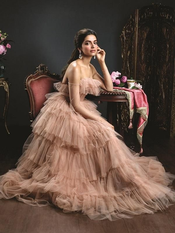 Photos: Deepika Padukone's latest photos prove why she is apt for Queen Padmavati's role | PINKVILLA