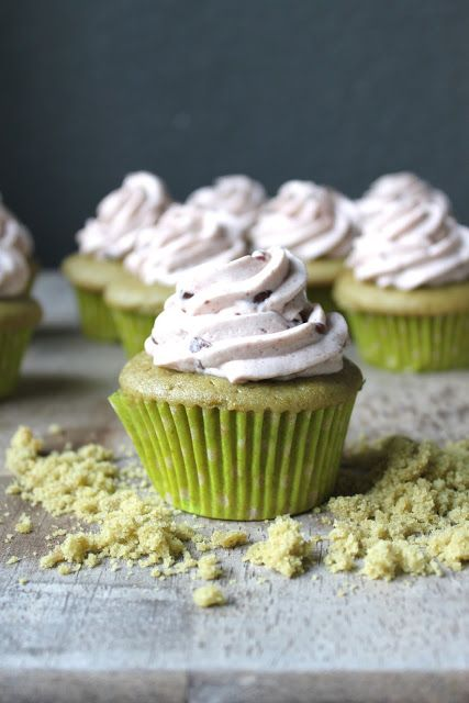 Green tea and red bean go together like peanut butter and jelly. Delicious on their own but even better when paired together. The great depth of flavor in this cupcake can be attributed to the slight bitterness of green tea and the sweetness of red bean. Beans as part of a dessert? It is used …