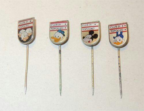 Questi sono alcuni dei distintivi che venivano spediti insieme ai diplomi  topolino una volta che si raggiungeva il grado superiore