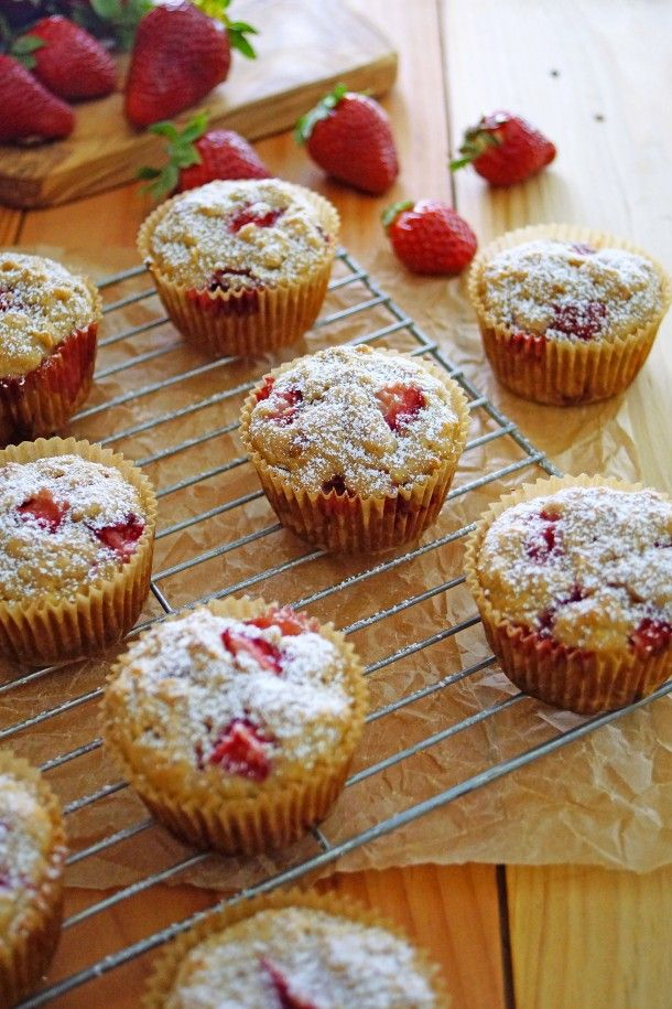 Strawberry Rhubarb Muffins with Rhubarb Conserve / Patty's Food