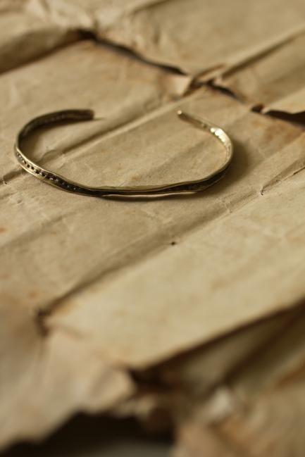 Brass Frill Bangle S - Dot | IRRE