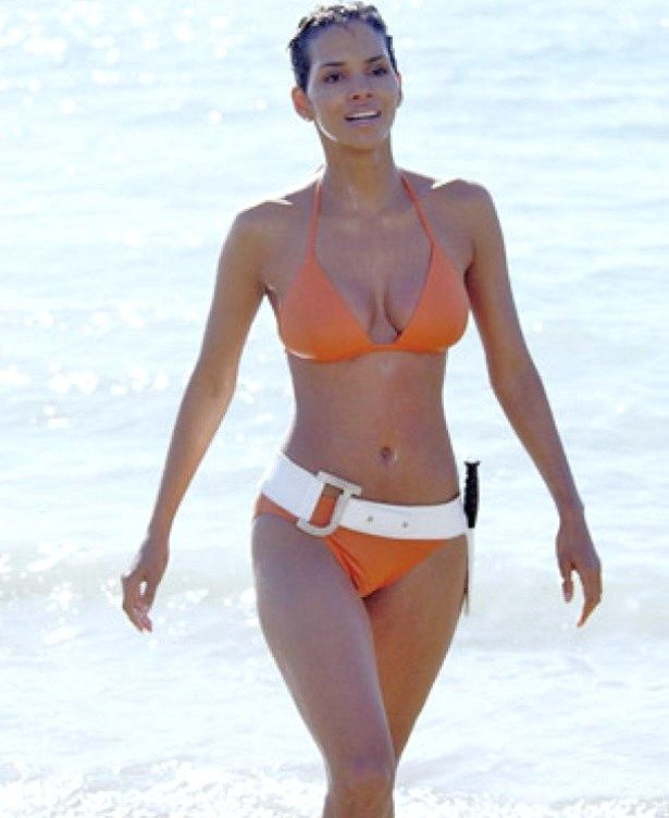 Halle Berry Bikini Body James Bond Diet Workout:  Halle Berry maintains her smoking-hot bikini physique at 49 along with cardio physical exercise and cross-training workout programs along with her trainer, Nat Bardonnet.  Judging by her sleek bikini body, it's tough to believe the brunette beauty will certainly be 50 in August.  Halle, that has actually kind 1 diabetes, stays suit and healthy and balanced along with a reasonable carb, sugar-free diet regimen and day-to-day exercise..