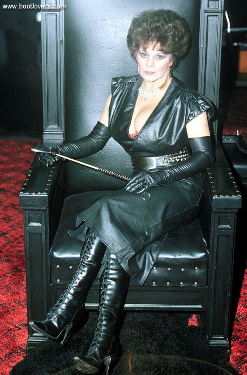 With Mature in leather fotos
