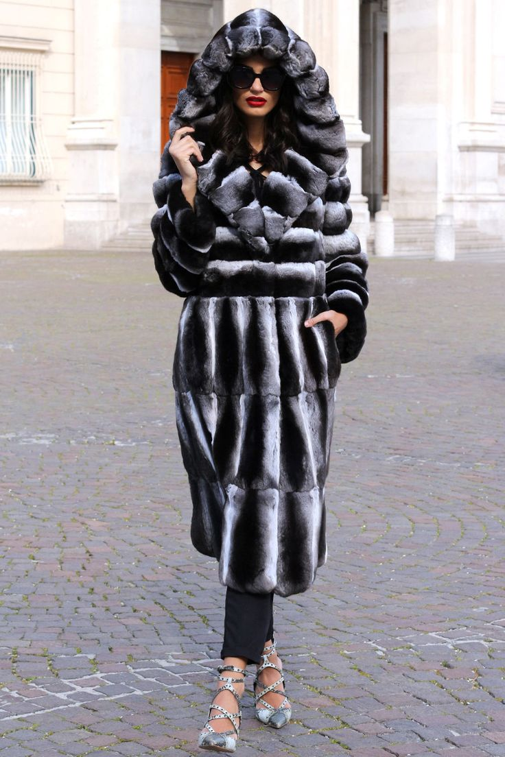 Long hooded chinchilla fur coat http://www.rencontreslocales.com/?siteid=1713432