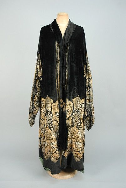LOT 661 MARIA GALLENGA STENCILED VELVET COAT, 1920s - whitakerauction