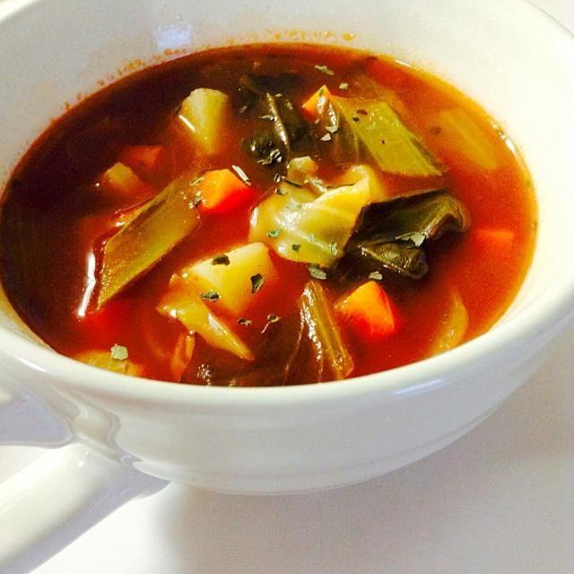 陰陽調和料理法で作りました✳︎。 鍋底から、葉菜類→根菜類→動物性の食べ物…の順番で重ねて煮えるのをまつだけ♩ お味噌汁でも、同じ材料でも全く違った味になります。  今日でようやく学年末テストが終わり、るんるん気分で料理をしました - 55件のもぐもぐ - 野菜たっぷりミネストローネ by skcmeh3722