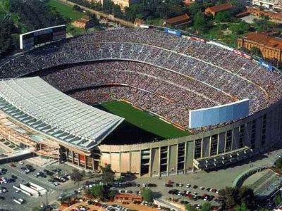 Camp Nou, Barcellona Lo stadio è il Camp Nou che può contenere 100.000 persone