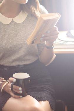 Nada melhor que um café forte e uma leitura suave!