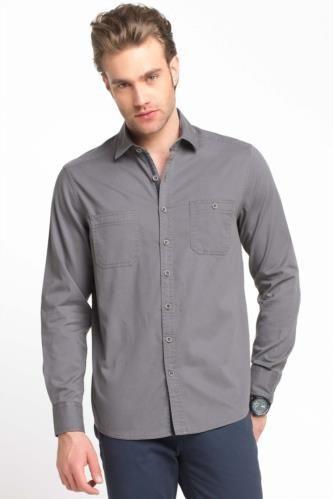 Çift cep modeliyle spor görünüm sağlayan, günlük stilinizin vazgeçilmezi DeFacto erkek gömlek.