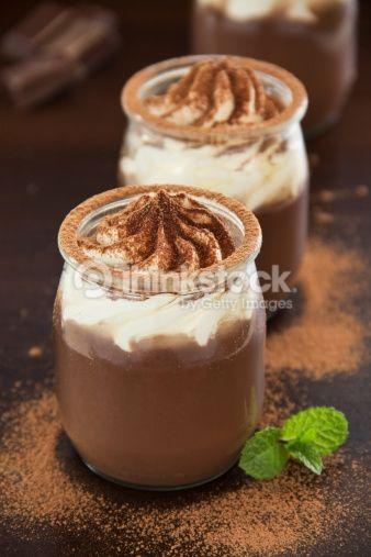 Stock Foto: Chocolade mousse met slagroom.