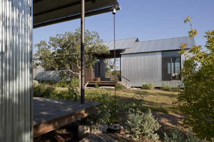 The Architect Is In: A Cost-Effective Factory-Built House with Lake|Flato : Remodelista. Pre-Fab Lake house in TX