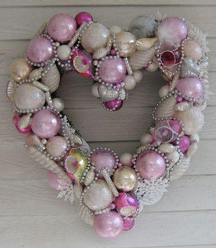 Victorian heart...: Christmas Wreaths, Christmas Heart, Candy Shops, Pink Christmas, Heart Wreaths, Valentines Heart, Pink Heart, Christmas Ornaments, Glitter Wreaths