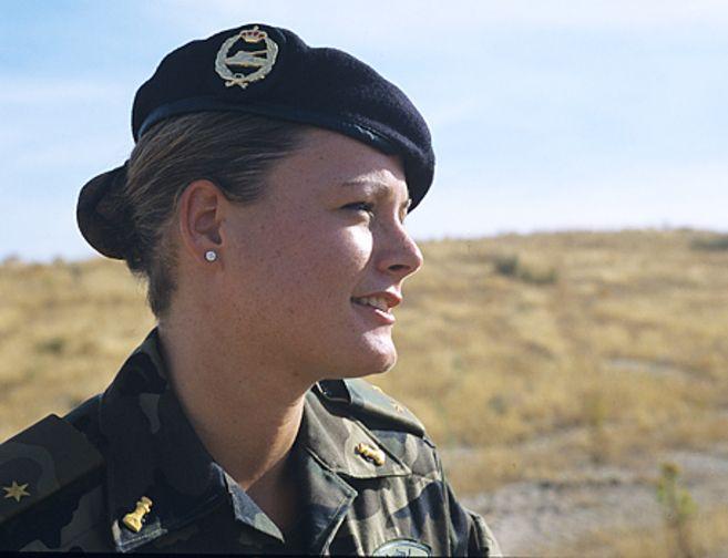 Zaida Cantera, capitán del Ejército español. Desgraciadamente su alto rango en el ejercito no la ha eximido de ser acosada por un superior.