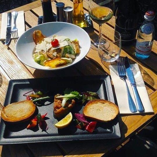 Tonhaltatár marinált zöldségekkel és cézársaláta zöldfűszeres kenyérchipsel  #italian #avalon #ristorante #ceasersalad