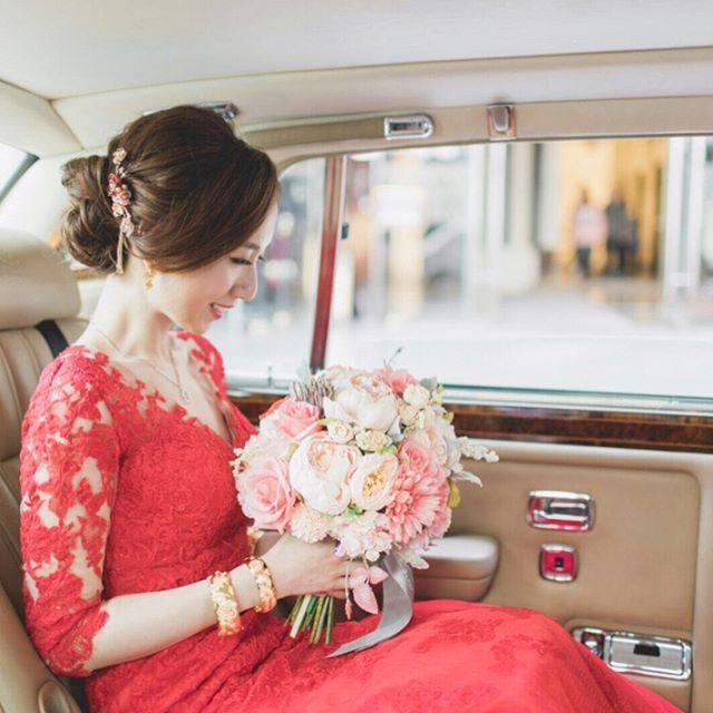 多謝Sayso-f-bride Yanice的回相�� 超美的!  #新娘化妝 #新娘髮型 #髮型參考 #髮型 #新娘妝 #weddinghairdo #bridalmakeup #bridalhairdo #hairdo #weddinggown #bridallook #weddinginspiration #gardenwedding #weddingideas #modernbride #saysomakeup #weddinggowns #hkmua #bridesmaidsmakeup #simpleelegant #chignon #allbackhairdo #simplyhairdo #신부메이크업 #메이크업 #결혼식  @sayso_makeup Delicate bridal accessory @saysocessories http://gelinshop.com/ipost/1523840143135339931/?code=BUlxIlaD_Wb